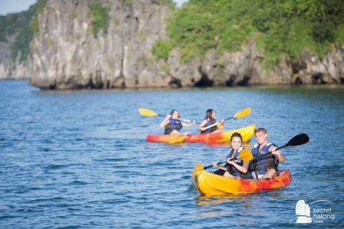 Kayaking in Hang Trong area
